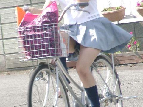 ワイ、40歳ニート。早起きする理由がコレwww自転車通学中の女子●生のパンチラが毎朝楽しみなんだがwww