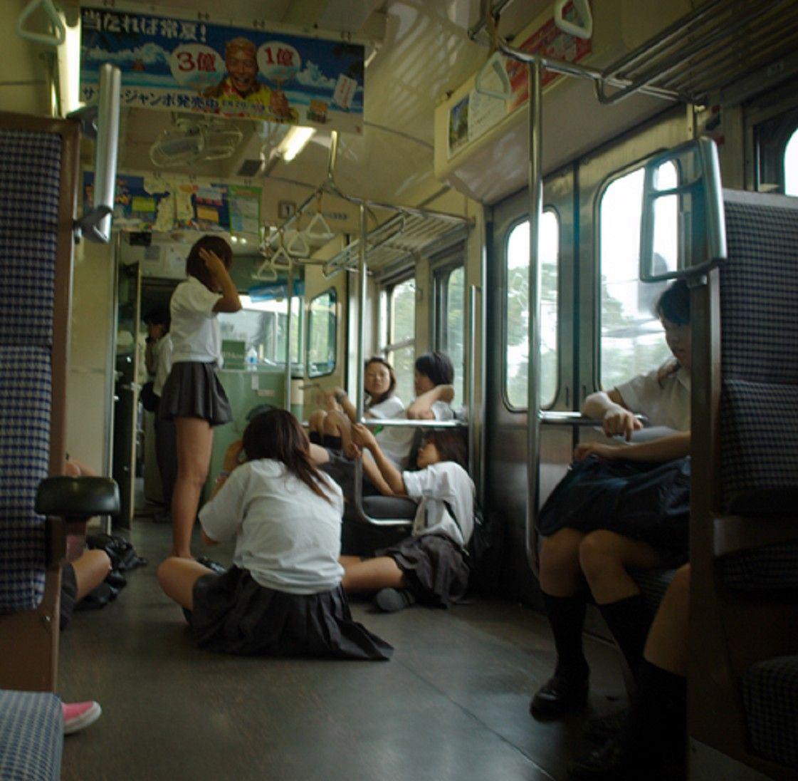 【JKおふざけエロ画像】これがゆとり世代か…学校の外でもこの通り下品すぎる女子高生のおふざけエロ画像 その8