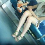 【子連れママエロ画像】これが非処女の色気かwww散歩中の子連れママがエ□過ぎるンゴwww(15枚)
