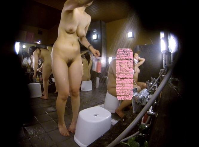【女湯盗撮エロ画像】あらゆる覗きの中でも最も興奮するのがコレ!女湯の洗い場でまる見えになる素人娘の裸体www その12