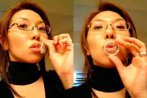 【コンドーム装着エロ画像】口でコンドームをつけようとしてくるお姉さんエロすぎぃwwwどこでそんなワザ覚えた!? その1