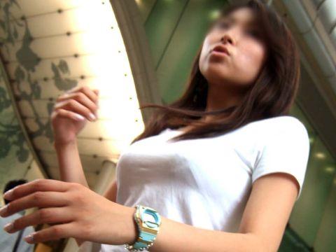 【※ 乳袋 ※】すんげーボリューム!!圧倒的な存在感を放つおっぱい…街撮り着衣巨乳wwww