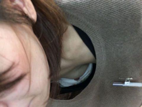 おっぱいの色気が桁違い!いつまでも見ていたい…女の子の自然な胸チラ盗撮エロ画像